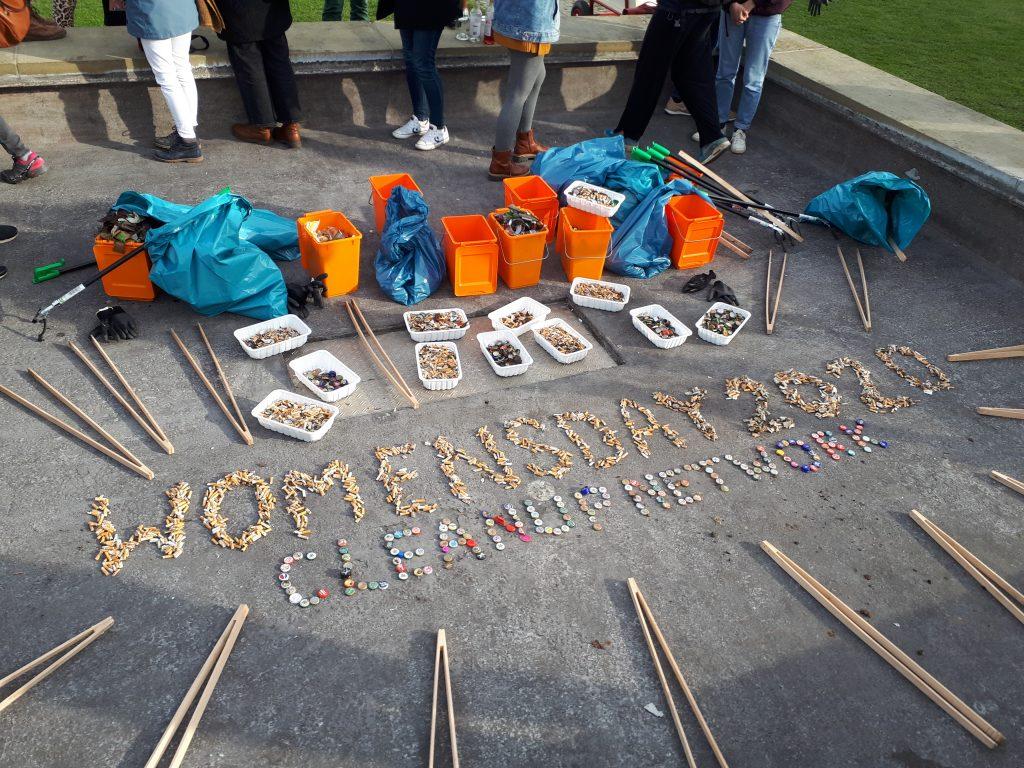 """Kippen formen den Schriftzug """"Womensday 2020"""""""