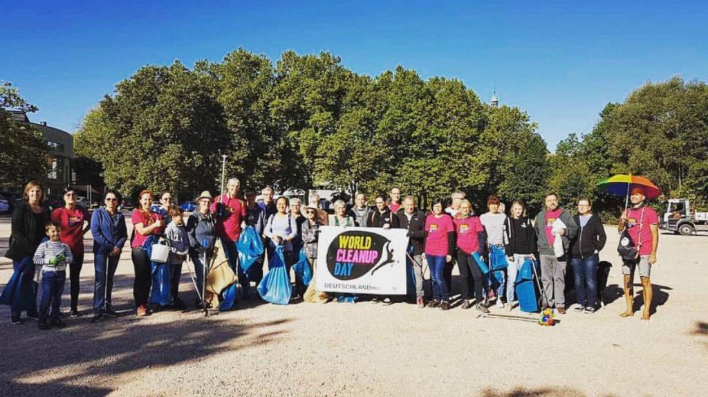 Eine Gruppe von Let's do it Germany beim World Cleanup Day 2019.