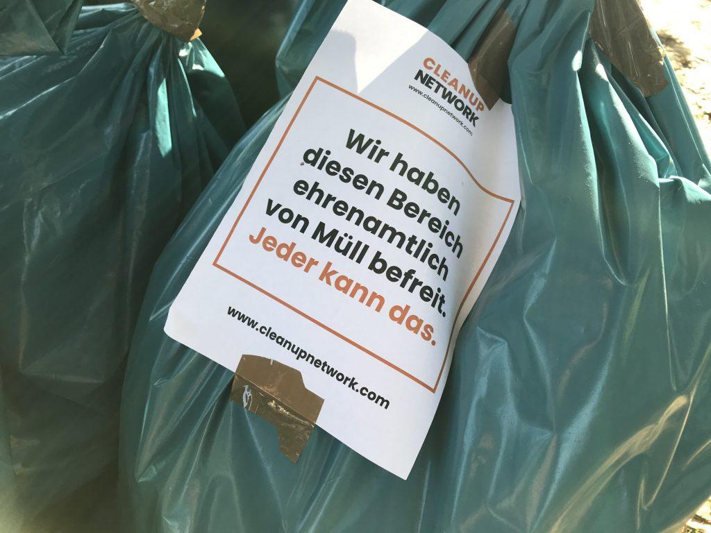 Wir haben diesen Platz ehrenamtlich von Müll befreit