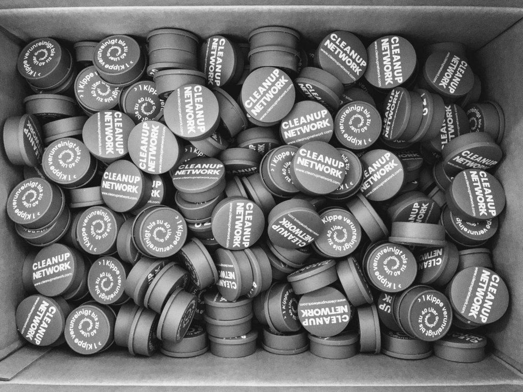 Taschenaschenbecher aus Zigarettenresten
