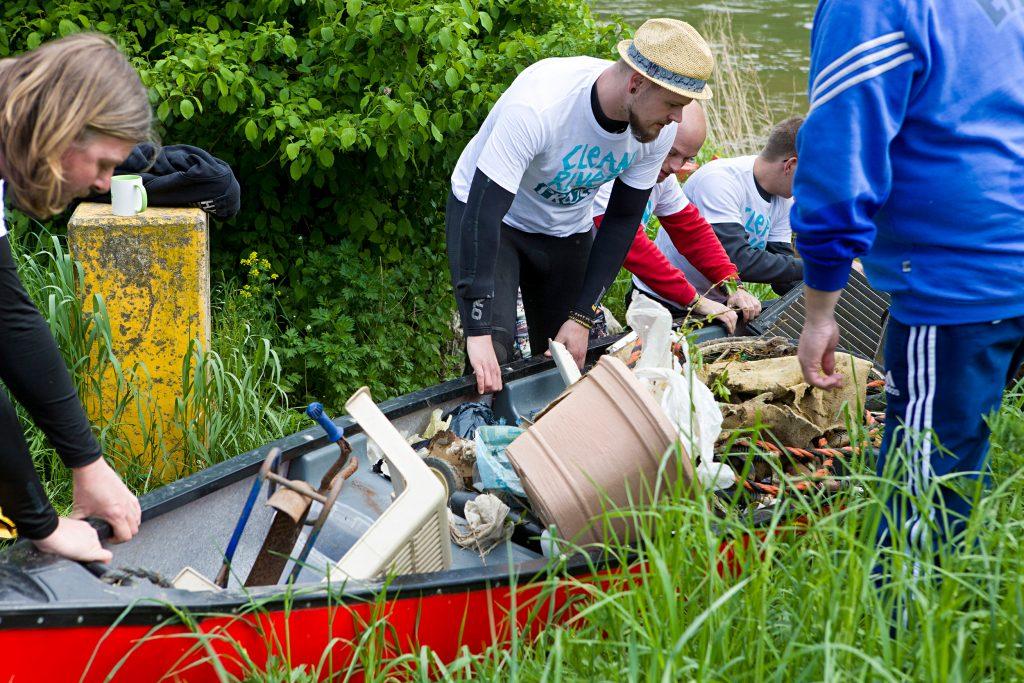 Clean River Project Müll Kajak Flüsse