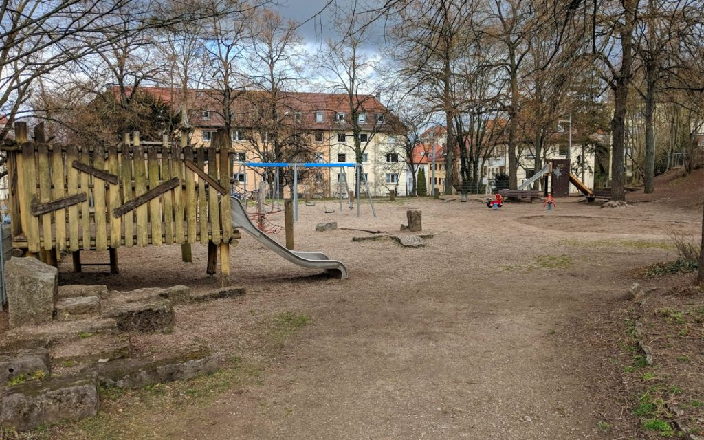 Cleanup an Spielfläche in Stuttgart-Süd