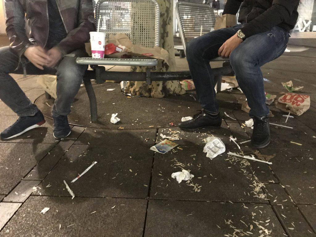 Menschen im Müll - McDonalds