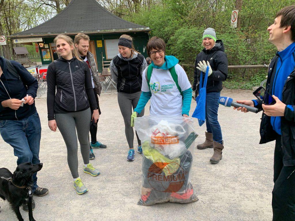 Münchner Plogging Mob Müllsammeln