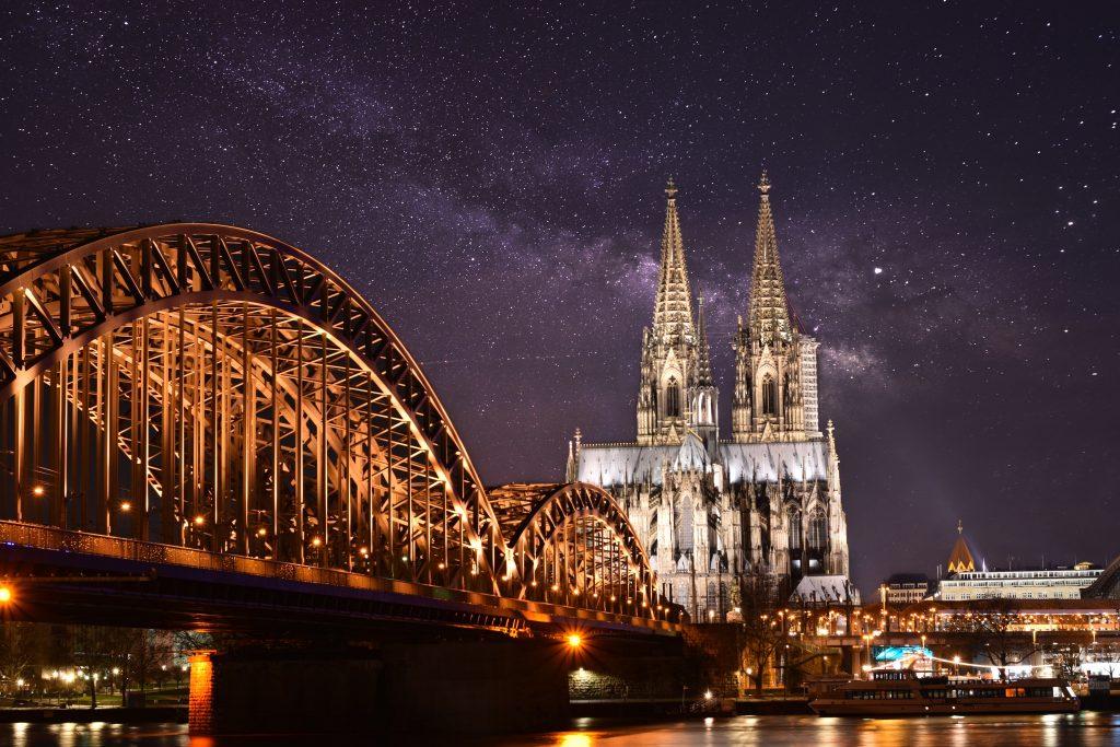 Kölner Dom wird durch Energie aus Restmüll-Verbrennung beleuchtet