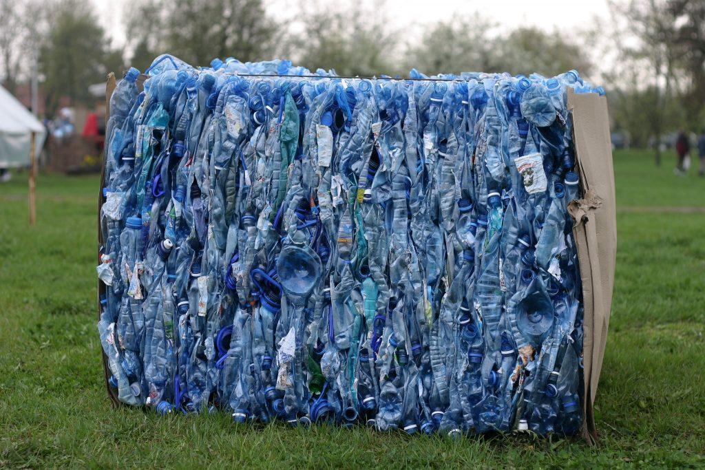 plastikflaschen plastikmüll getränke
